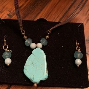 Turquoise Stone Pendant Necklace & Beaded Earrings